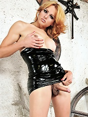 Hot shemale babe Gabrielly in latex