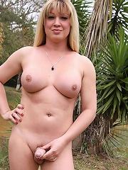 Mega horny blonde with a slamming body!