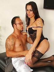 Horny Yasmin seducing a guy to bang her